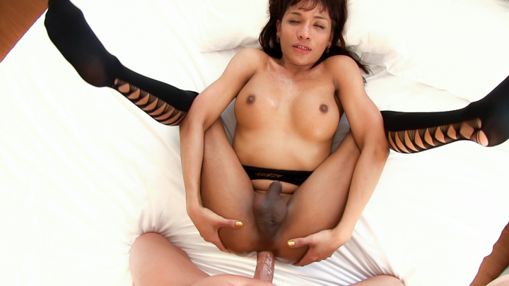 Ladyboy Gie Gets Ass Stretched